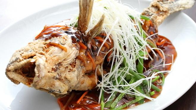 泰興楼 - 料理写真:獲れたての鮮魚を使用、豪快な一皿『鮮魚の丸揚げ』