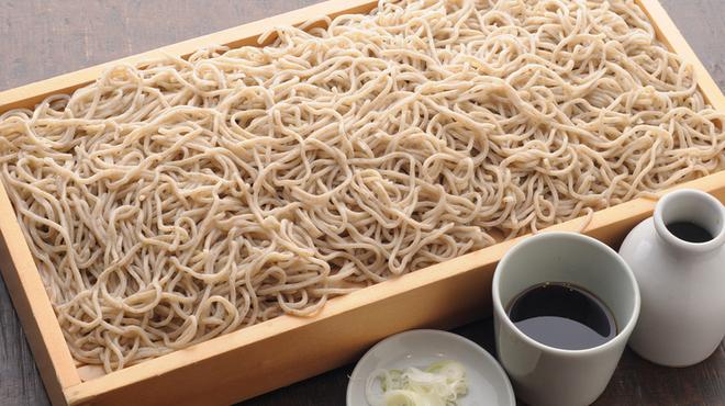 五大 - 料理写真:蕎麦の色と強い香り、旨味を楽しめる『特盛りつけ麺板蕎麦』