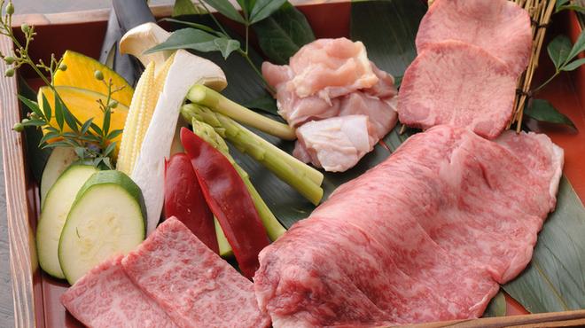 五大 - 料理写真:厳選した食材を使った本格『炭火焼き料理』も楽しめます