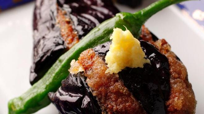 鳥源 - 料理写真:茄子に挽肉をつめて、絶品です