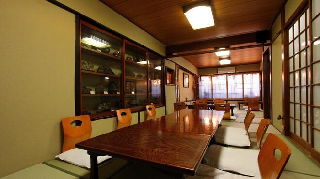 鳥源 - 内観写真:2階のお座敷は最大26名様迄の完全個室になっております。