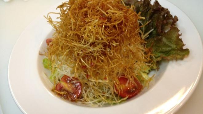 えんまくん - 料理写真:ラーメンサラダ…580円
