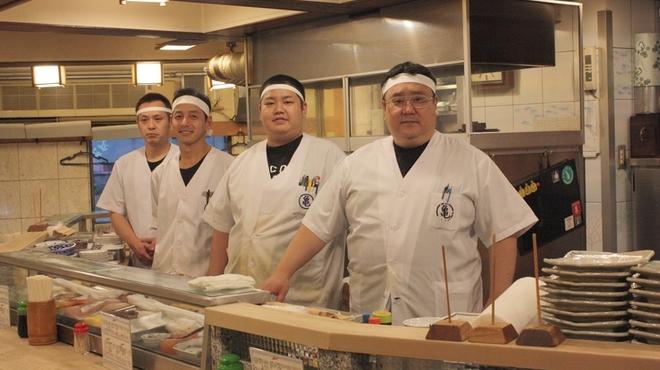 """亀すし - 内観写真:老舗の職人がこだわった、上質で""""粋""""な味をお楽しみください。"""