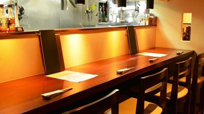 PAPA'S - 内観写真:◆おひとり様には落ち着いたカウンター席がおすすめ♪