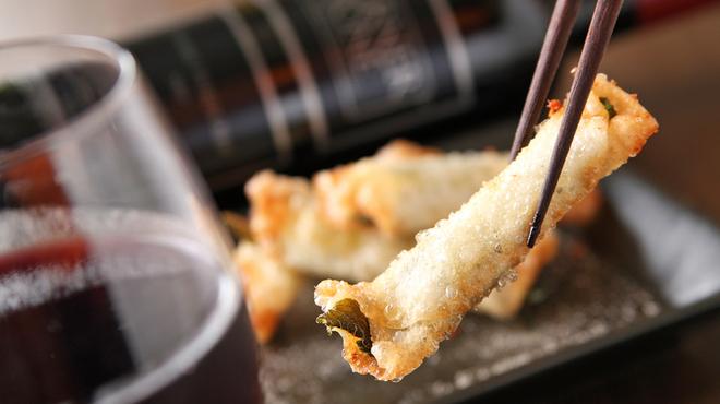 満天豚 - 料理写真:ギョウザの皮で巻いて香ばしく『チーズ揚げ』