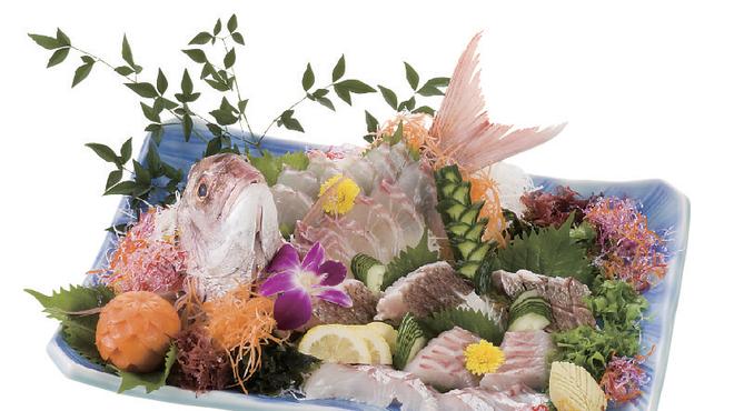 味のなかがわ - 料理写真:玄界灘で育まれた新鮮な魚介類を目にも美しい一皿にしあげます。