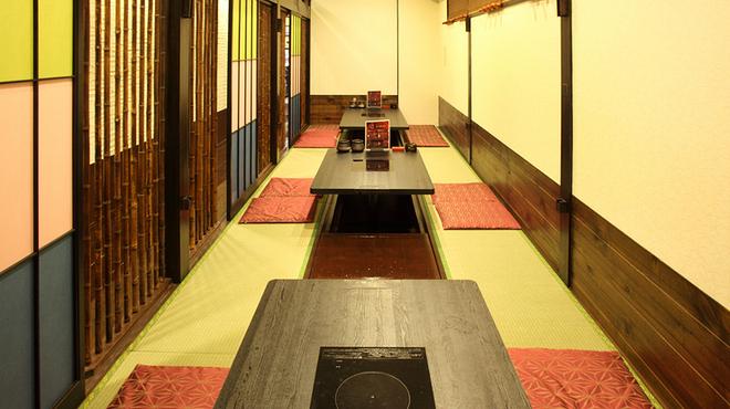 フグ料理 徳福 - 内観写真:自在に調整できる座敷席