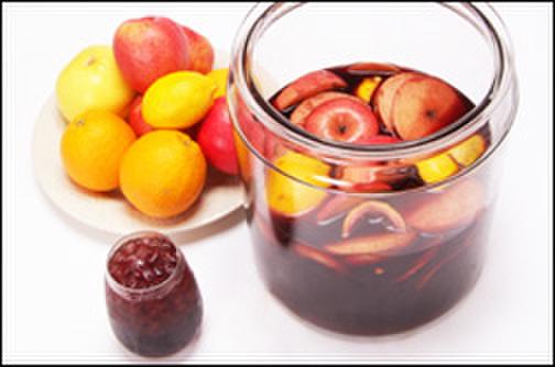 バル デリコ - 料理写真:自家製のサングリアは季節のフルーツをたくさん使って、丁寧に仕上げています。