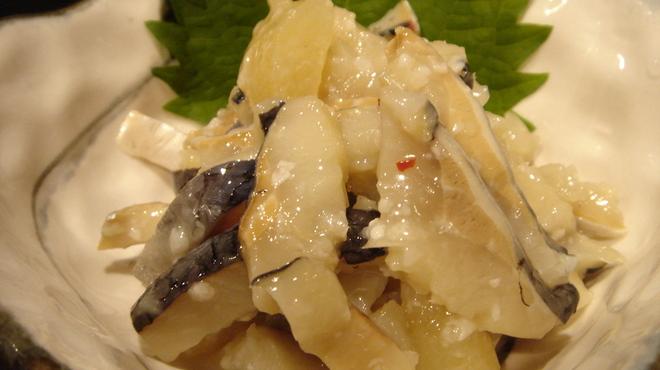 久助 - 料理写真:北海道の隠れた名産「鰊の切込み」 生の鰊を細切りにし、塩と麹で漬け込み熟成させた 北海道の伝統的な郷土料理。 こちらは日本酒との相性ピタリ!