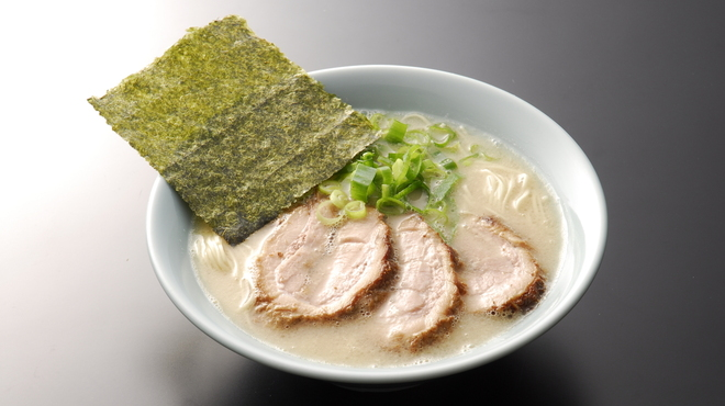 らーめん専門店 小川 - 料理写真:半ちゃーしゅー麺