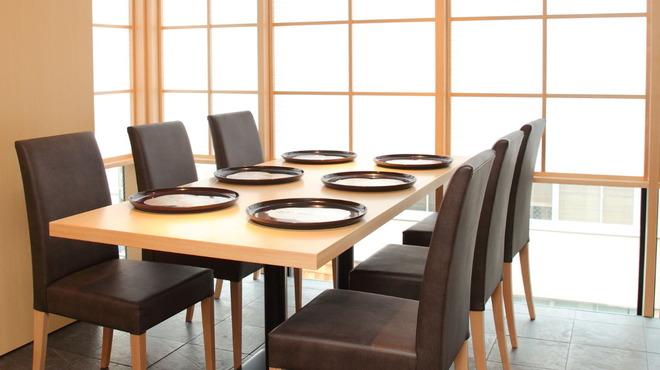 いしづか - 内観写真:6名様までのテーブル席