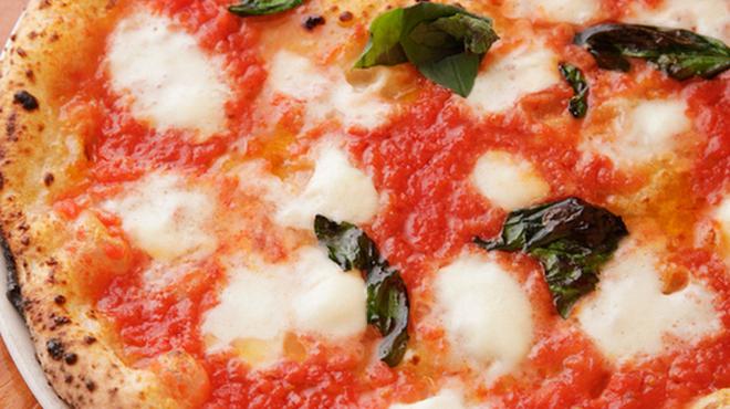 PIZZERIA & BAR RICCO - 料理写真:マルゲリータ