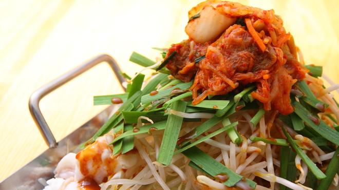 かんいち - 料理写真:ちりとりモツ鍋