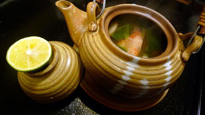 はぐれ雲 - 料理写真:松茸土瓶蒸し ¥790
