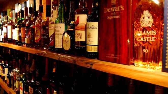 HiBiKi - 内観写真:充実したバックバーのお酒の数々
