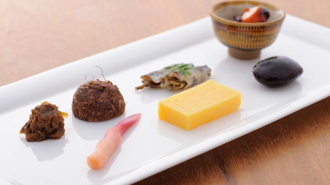 元町 梅林 - 料理写真:季節の先付け