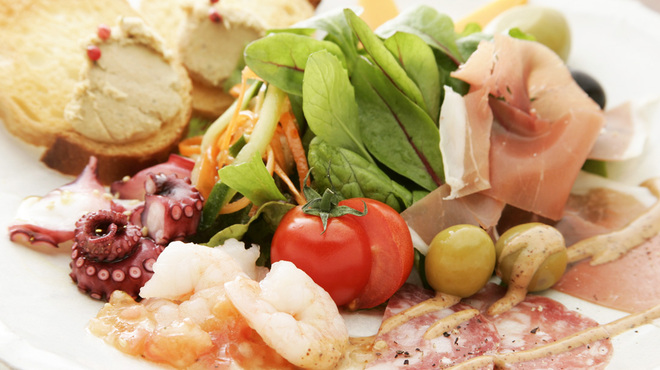 横浜スタイル カクテル&ワインBAR グラン・カーヴ - 料理写真:美味しいところを盛りだくさんに「オードブルの盛り合わせ」お得ですよ