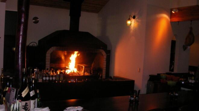 ターシャ - 内観写真:赤々と燃える暖炉・・・