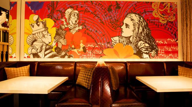 舞踏の国のアリス - 内観写真:U字型のソファー席は落ち着いておしゃべりしたい女子会におすすめ★