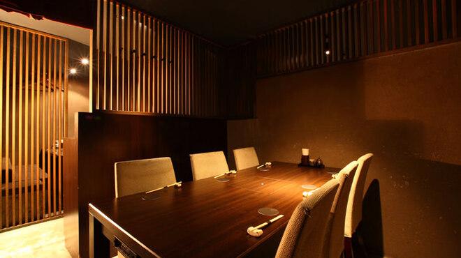 隠れ房 - 内観写真:テーブル席 半個室席 4名様~6名様 G卓席