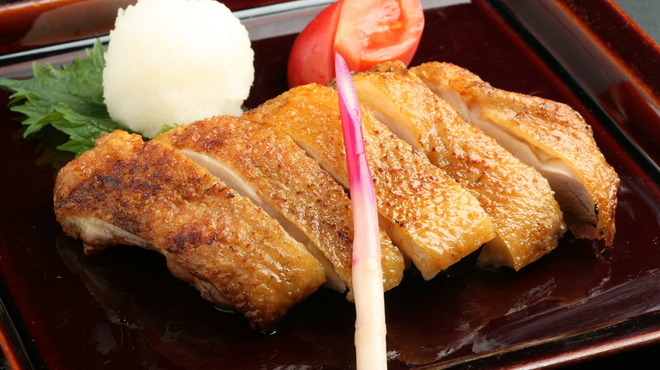 えびす 今井屋總本店 - 料理写真:秋田県産比内地鶏のもも肉を贅沢に使用し、天然塩で味付けした一枚焼き。
