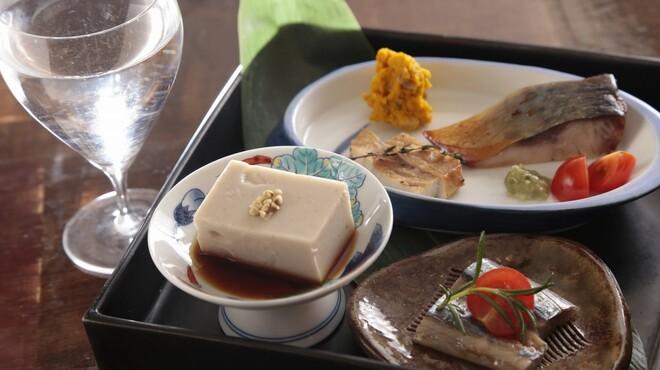 蕎麦 木曽路 - 料理写真:アテ盛り、お一人様にもうれしいメニューが沢山ございます。