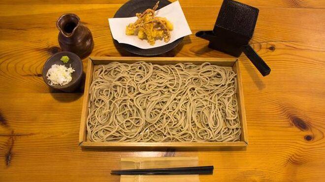 愛庵 - 料理写真:板そば 石臼で挽いた蕎麦の香りをお楽しみください。