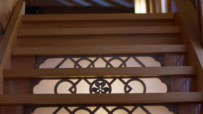 石臼十割そば 森久 - 内観写真:2階への階段