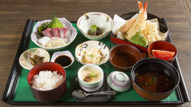 活魚小松 - 料理写真:瀬戸定食:長年愛され続けている小松だからこその質とボリューム!ぜひ一度召し上がってください