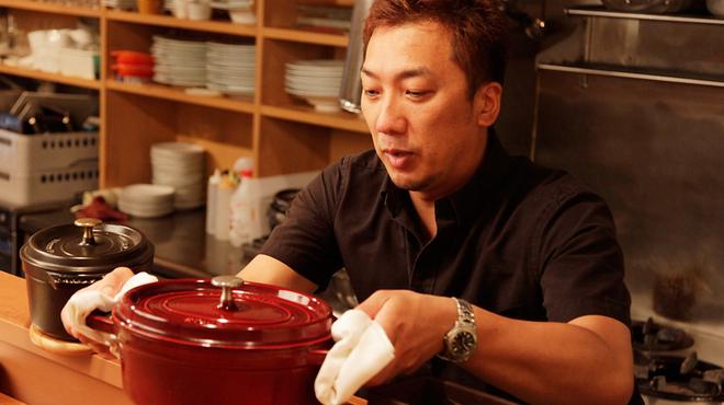 ジュメルニジュウク - 内観写真:≪いろんな料理を味わってほしい。黒板メニューもお見逃しなく!≫