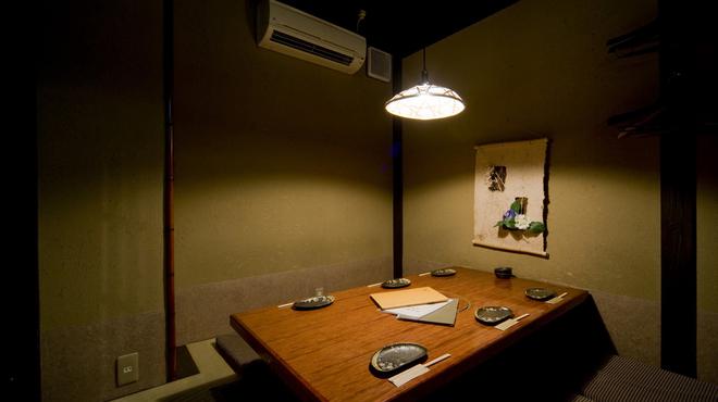 金の水花 - 内観写真:2Fの個室(6席・堀りごたつ席)
