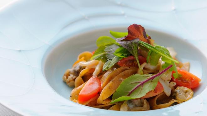 ジャッジョーロ銀座 - 料理写真:黒コショウと唐辛子のタリアテッレ 甲イカとアサリのソース