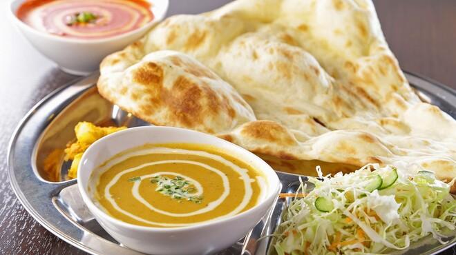 マカル - 料理写真:シェフが腕によりをかけて作る絶品インドカレー・ネパールカレーをぜひご賞味ください!