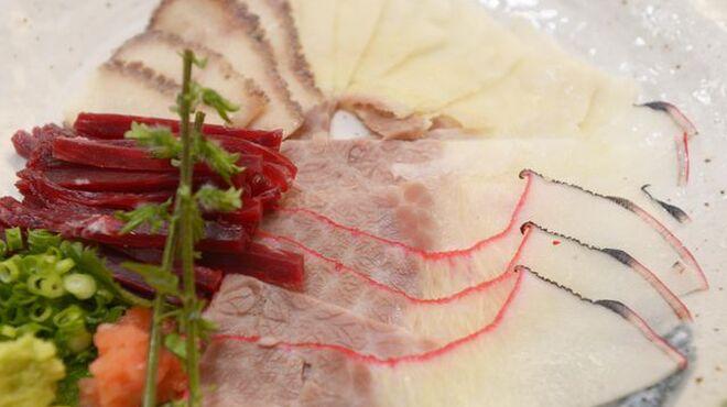 都久志屋 - 料理写真:【名物】都久志屋 鯨刺し