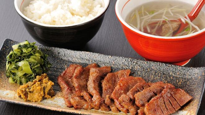 伊達の牛たん本舗 - 料理写真:厚切り芯たん定食