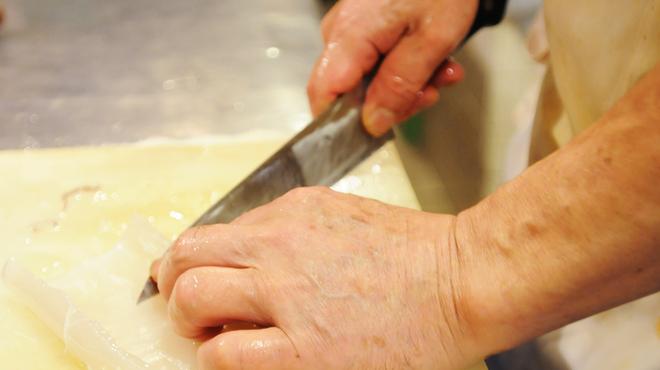 うず潮屋 - 料理写真:活ヤリイカを職人が逸品に仕上げます