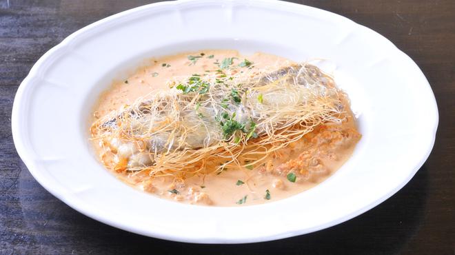 トラットリア ジラソーレ - 料理写真:カダイフを巻いた太刀魚のソテー エビのソース