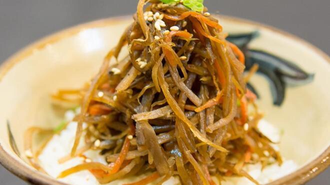 とらや - 料理写真:きんぴらごぼうのせご飯♪