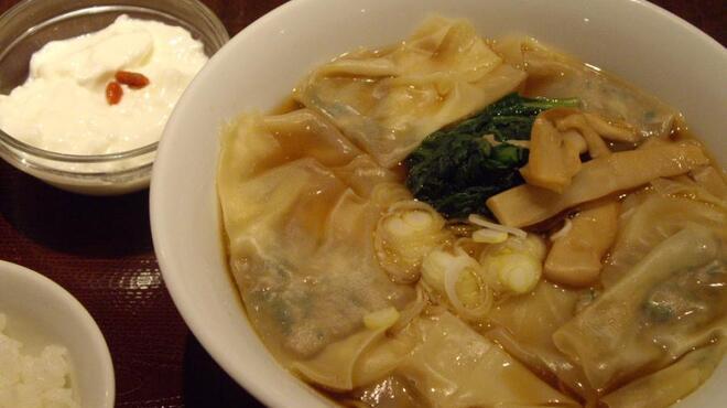 """たけくま - 料理写真:海老ワンタン麺"""""""