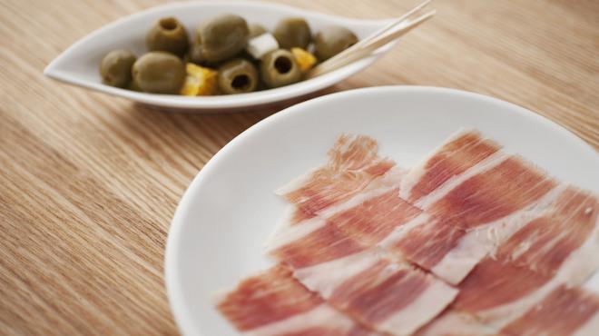 ラ コシーナ デル クアトロ - 料理写真:Jamon y olive