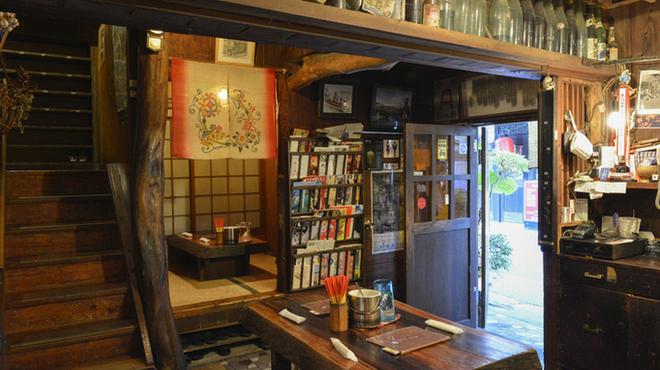 うりずん - 内観写真:1Fは座敷とテーブル席です。