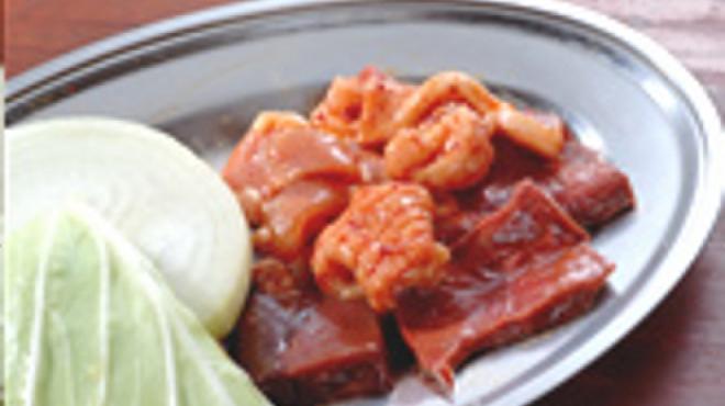 レトロ焼肉たろう食堂 - 料理写真:混合(かしわ、豚肉、ミノ、レバー、心臓)