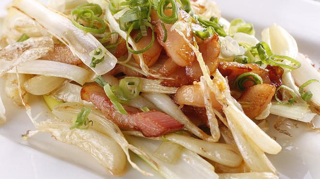神田基地 - 料理写真:やみつき!しゃきしゃきの島らっきょうとベーコンの炒め物