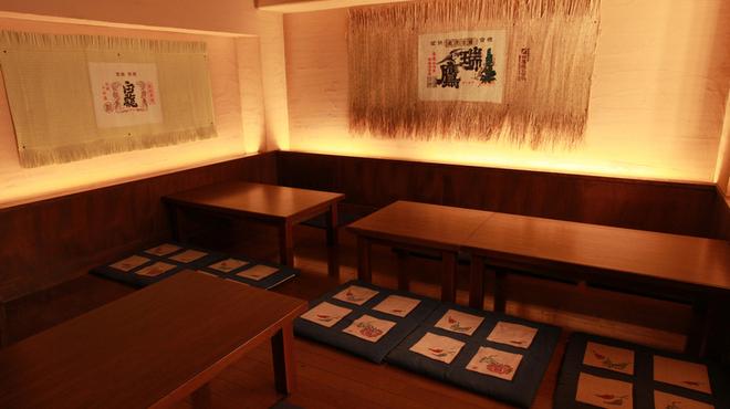 地酒蔵大阪 - 内観写真:14席の地下のお座敷!2名様から最大15名様までお部屋を利用することが出来ます。