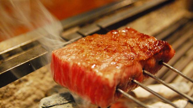 暗闇坂 宮下 - 料理写真:最高級和牛を贅沢に炭火で炙ります。