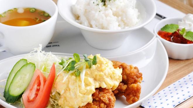 山cafe - 料理写真:今日はどんな料理? ワクワクさせてくれる『日替わりランチ』