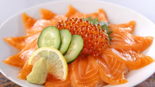 活魚村 海彦 - 料理写真:とれたてピチピチの新鮮なお刺身をご提供しおております♪