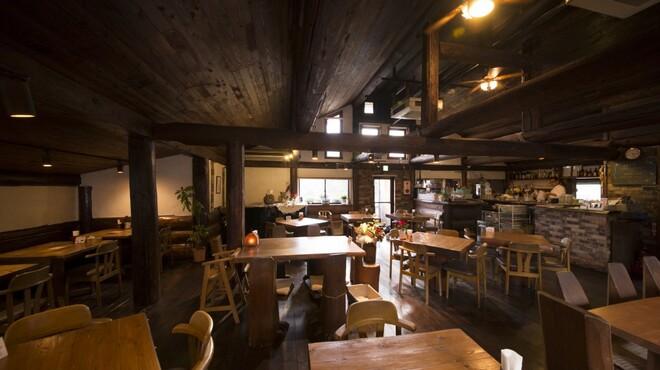 レストランITOSHIMA - 内観写真:木の香りをお楽しみ頂ける暖かい店内です♪
