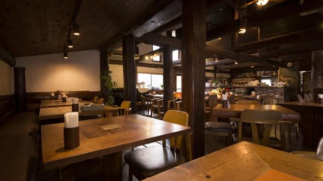 レストランITOSHIMA - 内観写真:ゆったり広々とした店内