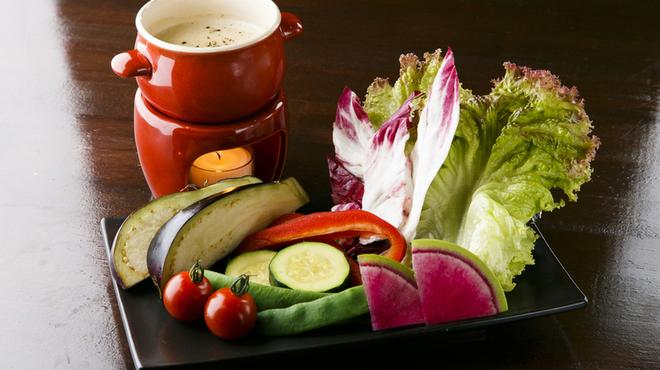Bistro いちご - 料理写真:産地直送の新鮮なお野菜を、当店自慢のクリーミーなバーニャカウダソースで。